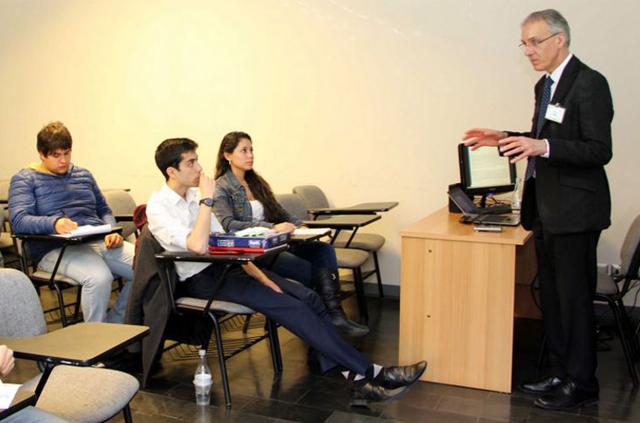 Imperial Innovations dicta workshops de innovación y emprendimiento para la comunidad de Ingeniería UC
