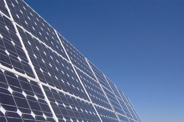 Jefe de programa del Diplomado en Energía Solar lidera proyecto que analiza la durabilidad de tecnologías solares en climas desérticos