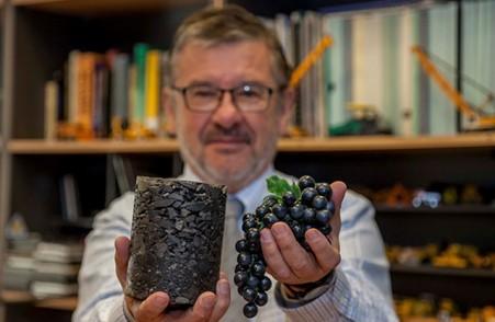 Ingenieros chilenos usan orujos de uvas de vino para reducir daños de pavimentos