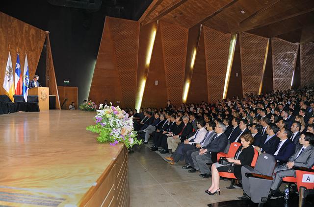 175 profesionales obtienen su grado de magíster y postítulo en Ingeniería UC