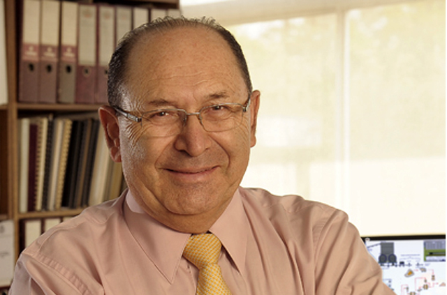 Profesor Aldo Cipriano recibió el premio Raúl Devés Jullian 2019