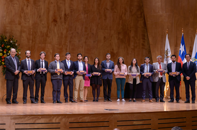 Autoridades y alumnos participaron ceremonia de Entrega de Diplomas de la Escuela de Ingeniería