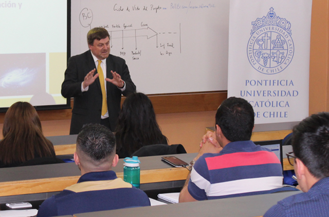 Director de Clapes UC evidencia desafíos en la inversión chilena para el 2019