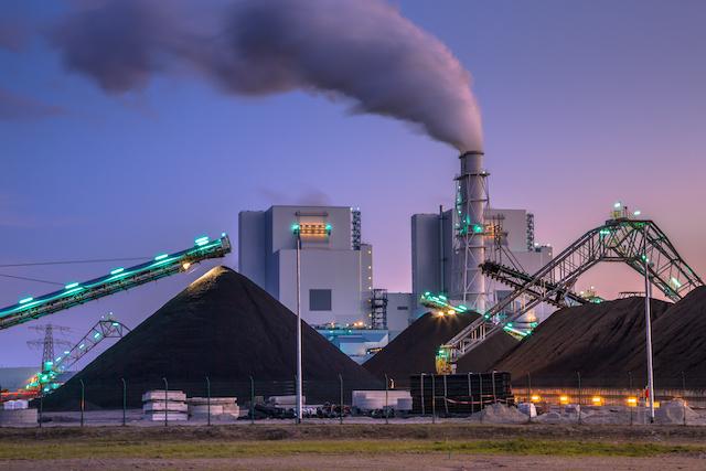 Las claves y efectos del proyecto que busca adelantar el cierre de las centrales a carbón