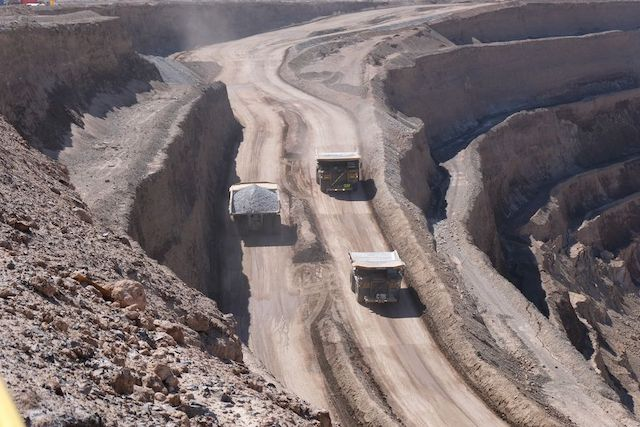Producción chilena se acerca a niveles prepandemia, pero el empleo sigue golpeado en varios sectores económicos