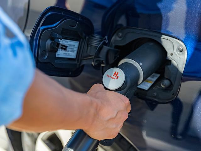 Ponen en marcha la primera hidrogenera para vehículos sin emisiones del país